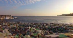 Glasstrand van Vladivostok met mooi gekleurd glas stock video