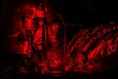 Glassware w kuchni w świetle czerwonego laseru, abstrakcjonistyczna sztuka Fotografia Royalty Free