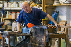 Glassworker in action in the Murano glassfactory 7 Royalty Free Stock Images