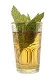 Glastasse tee mit Blättern der Minze Lizenzfreie Stockfotos