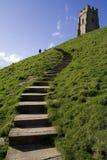 glastonbury шаги к tor вверх стоковые фото