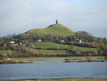 Glastonbury como a ilha de Avalon foto de stock