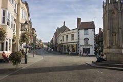 Glastonbury Market Place und Hautpstraße Lizenzfreie Stockfotografie