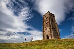 Glastonburypiek op een winderige heuvel wordt gevestigd die Royalty-vrije Stock Afbeelding