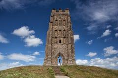 Glastonburypiek op een winderige heuvel wordt gevestigd die Royalty-vrije Stock Afbeeldingen