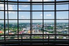 Glasvägg i kontorsbyggnaden Arkivfoto