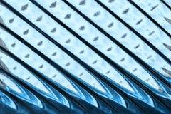Glasvenster met stroken in een tint van blauwe kleur, abstracte het glastextuur van het strookformaat als achtergrond royalty-vrije stock afbeeldingen