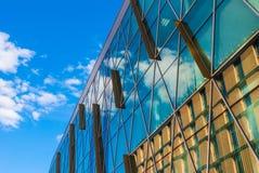 Glasvoorgevel van de stedelijke bouw Stock Foto's