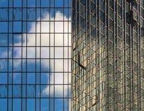 Glasvoorgevel van een bedrijfsgebouw in Frankfurt, Duitsland Stock Foto's