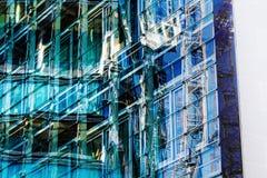 Glasvoorgevel van een bureaugebouw Stock Afbeelding
