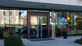 Glasvoorgevel van een modern bureaugebouw met BT-Groep embleem Het redactie 3D teruggeven Royalty-vrije Stock Foto