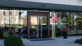 Glasvoorgevel van een modern bureaugebouw met LG-Bedrijfsembleem Het redactie 3D teruggeven Stock Foto