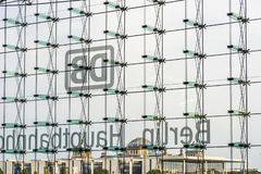 Glaswand in Berlin-hauptbahnhof Deutschland lizenzfreies stockbild