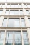 Glaswand des Bürohauses Stockfoto