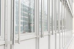 Glaswand des Bürohauses Stockbild