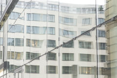 Glaswand des Bürohauses Lizenzfreies Stockbild