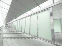 Glaswand und Durchgang Lizenzfreie Stockfotografie