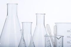 Glaswerk in laboratorium stock foto
