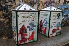 Glaswertstofftonne in Beirut, der Libanon Stockfotos