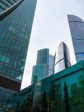 Glaswolkenkrabbers in het Commerciële van Moskou Centrum royalty-vrije stock afbeelding