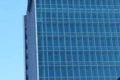 Glaswolkenkratzer auf blauem Himmel des Hintergrundes Lizenzfreie Stockfotografie