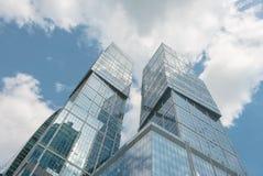 Glaswolkenkratzerzwillinge Stockfoto
