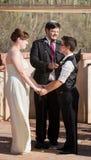 Glat att gifta sig för par Arkivbild