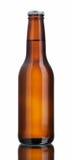 Glatte braune Bierflasche lizenzfreie stockfotos