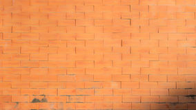 Glatte warme orange Backsteinmauer Stockbild
