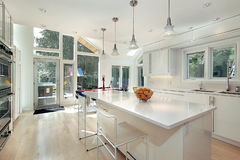 Glatte weiße Küche Stockfoto