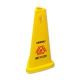 Glattes nasses Bodenzeichen der gelben Vorsicht beschriftet in englischem und in Franc Stockfotografie