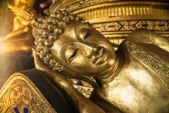 Glaube von goldenem Buddha Stockfotos