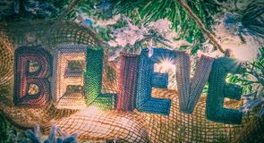 Glauben Sie an Weihnachtshängeschild lizenzfreies stockfoto