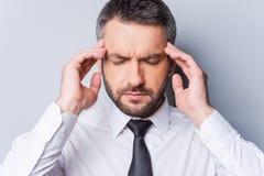 Glaubende schreckliche Kopfschmerzen Lizenzfreie Stockbilder