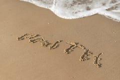 Glaubenmitteilung auf dem Strandsand Stockfotografie