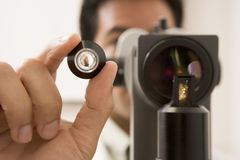 Glaucome d'Eyes For de docteur Checking Patient's Photographie stock libre de droits