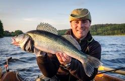 Glaucomi - trofeo di pesca di sera fotografie stock libere da diritti