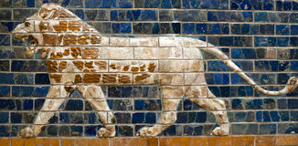 Glazed brick panel with Lion - details of the Ishtar Tor Stock Photos