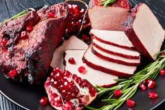 Glazed rökte grillfestgrisköttfläskkarrén, bästa sikt royaltyfria foton