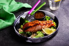 Free Glazed Salmon Fillet With Broccoli..style Hugge Royalty Free Stock Photos - 141477388
