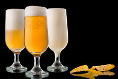 Glazen bier en nachos Royalty-vrije Stock Foto's