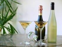 Glazen en flessen Royalty-vrije Stock Foto's