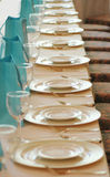 Glazen en platen in een rij royalty-vrije stock foto's