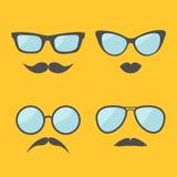 Glazen en van snorlippen het pictogramreeks van het snorrengezicht Geïsoleerde Gele achtergrond Vlak Ontwerp stock illustratie