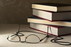Glazen met Boeken royalty-vrije stock foto