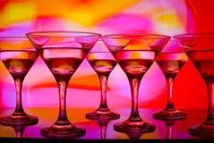 Glazen met cocktail in een nachtclub Royalty-vrije Stock Afbeeldingen