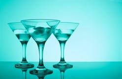 Glazen met cocktail in een nachtclub Stock Afbeelding