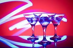 Glazen met cocktail in een nachtclub Stock Foto