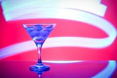 Glazen met cocktail in een nachtclub Stock Afbeeldingen