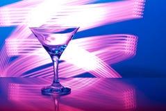 Glazen met cocktail in een nachtclub Stock Foto's
